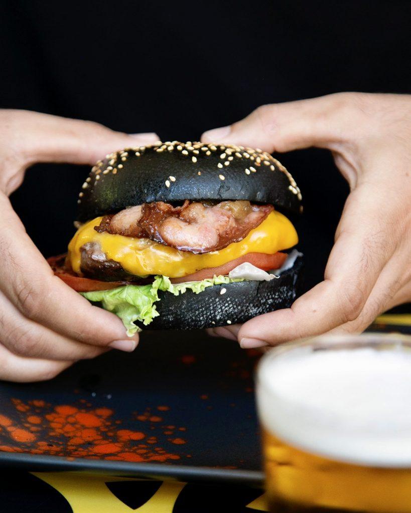 """La Maldita, hamburguesa """"Black Jack"""""""